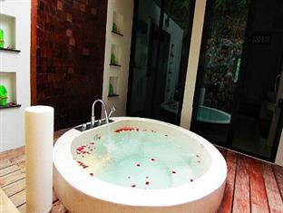 jacuzzy ranong hotel
